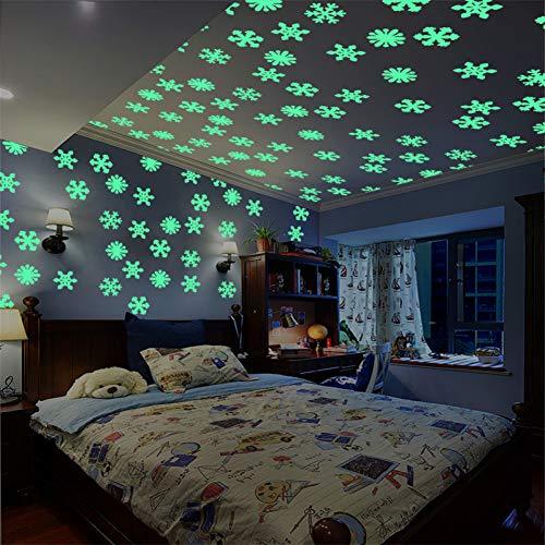 TYLOLMZ 50 stuks / set kleurrijke verlichting huis sneeuwvlok muursticker Glow In The Dark Sticker voor kinderen baby kamer Kerstmis sticker wooncultuur