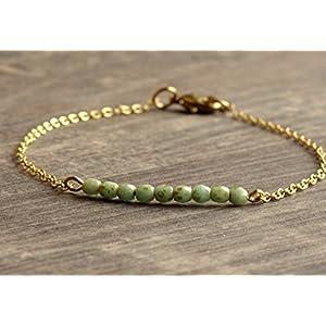 Armband gold filigran mit kleinen Glasperlen in mint, grün oder violett zur Wahl, handgefertigt
