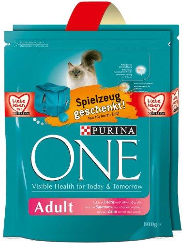 ONE Adult Lachs 2 x 800g Katzenfutter von Purina mit Gratis-Plüschwürfel, 4er Pack (4 x 1.6 kg)