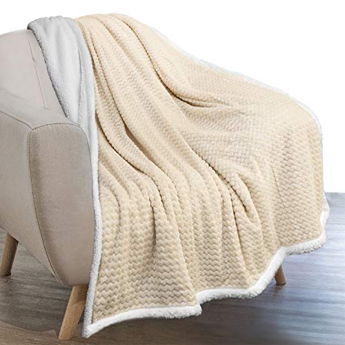 PAVILIA Sherpa Blanket Throw for Couch Sofa | Cream Ivory Super Soft, Plush Chevron Throw Fleece Blanket | Zig Zag Fuzzy Fluffy Decorative Blanket Microfiber, 50x60