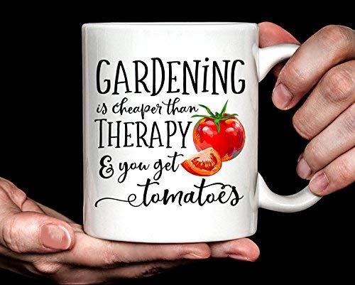 Regalo de jardinería | Regalo de jardinero | Regalo para jardinero | La jardinería es más barata que la terapia y obtienes tomates Taza Regalo único Novedad Taza de café de cerámica Taza de té Blanco