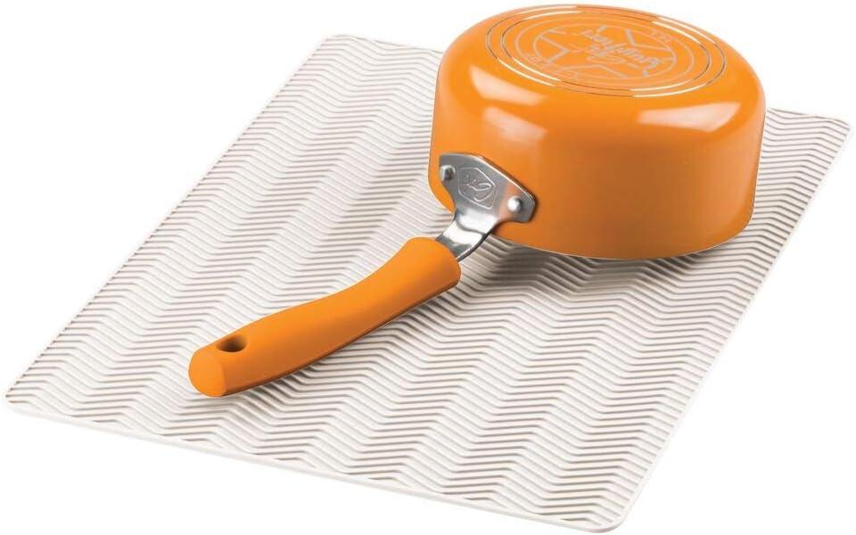 mDesign Alfombrilla antideslizante de silicona – Práctico tapete escurridor con dibujo de espiga para ollas y vajilla – Escurreplatos para la cocina apto para lavavajillas – crema
