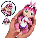 Bandai - Tiny Toes - Mini-poupon interactif 14 cm - Tess chatouilles - Lapin rose - parle français -  82795