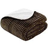 Vipalia Manta Polar Cama 90 cm. Colcha Plaid Multiusos Sofa. Idea Regalo. Cubresofa Cubrecama. Comoda Ligera Suave. Borrego. Calidad Diseño. Color Marron. 160 x 210 cm