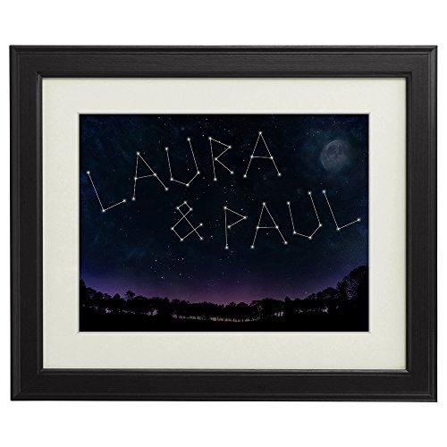 Namen als Sternenbild – Personalisiertes Bild mit [Namen] und [Datum] – Kunstdruck im Bilderrahmen – Geschenke für Paare – Valentinsgeschenke für Freund oder Freundin – klein: 12 x 17 cm