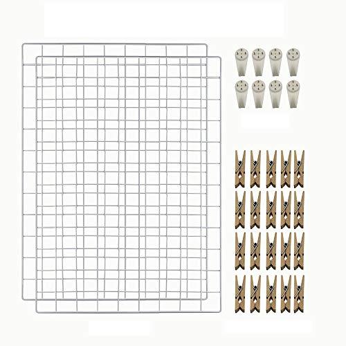 CODIRATO 2 Stück Eisen Gitter Fotowand Weiß Wall Grid Panel mit Haken und Holzklammern Display Grid für DIY Wanddekoration Familie, Küche, Büro(64 x 45 cm)