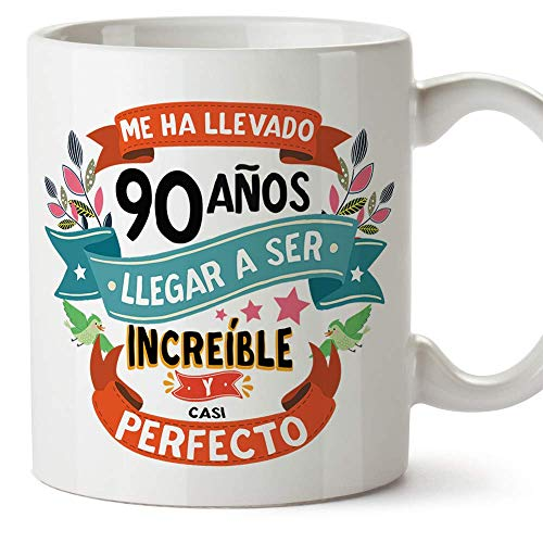 MUGFFINS Taza 90 Cumpleaños -Me ha llevado 90 años llegar a ser increíble y casi perfecto - Regalos Desayuno Feliz Cumpleaños