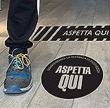 Set 3 adesivi calpestabili distanziali ASPETTA QUI - 30x30 cm in diversi colori - Kamiustore (Nero)