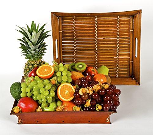 Cesta de Frutas tropicales y mediterráneas Atenea, sobre un precioso soporte de bambú