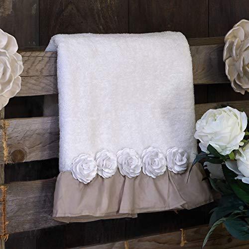 AT17 Par de toallas Shabby Chic con rosas aplicadas y volantes, color blanco