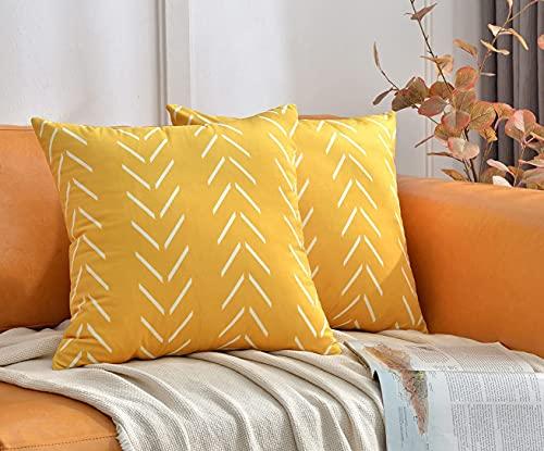 DWDC Samt-Kissenbezüge, 55,9 x 55,9 cm, 2 Stück, gelb, quadratisch, mit weißen Pfeilen, bedruckt, dekorativ, weich, solide