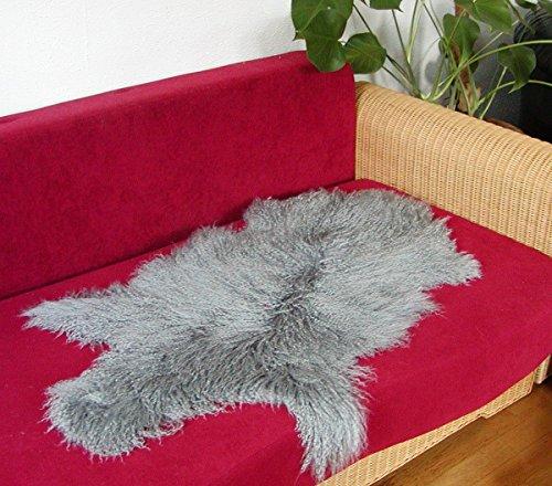 Knuffelige Tibetlammsvel grijs gekleurd, haarlengte ca. 13 cm, fijn gekruld haar, ca. 100 cm lang.