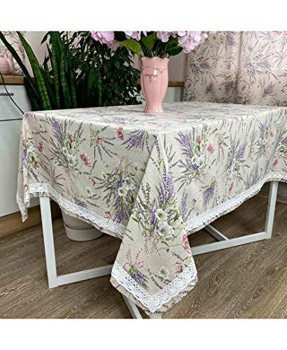Mantel Estampado de Flores Lavanda, colección Grosso, con puntillas. Fabricado con Tejido Italiano / Medidas: 220x134 cm / 80% algodón, 20% poliéster