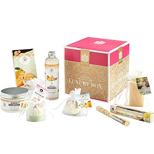 Geschenkbox der Bademeisterei LUXURY BOX mit hochwertigen Kosmetikprodukten.