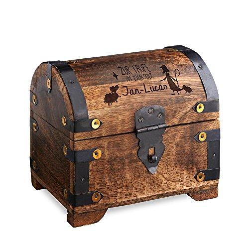 Casa Vivente Geldschatztruhe aus dunklem Holz mit Gravur zur Taufe, Motiv Hirte, Personalisiert mit Namen und Datum, Spardose als Taufgeschenk