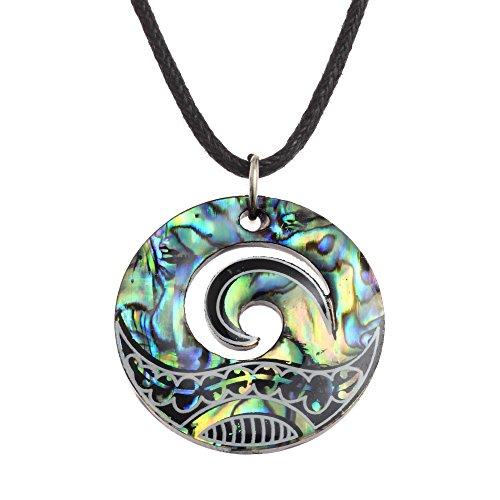 Kiara Jewellery Halsketten-Anhänger mit Maori Koru oder Wellenberg-Design, mit blau-grüner Paua Abalonen-Muschel an 45,7cm schwarzer Kordel, auf schwarzer Kunststoff-Scheibe