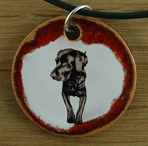 Echtes Kunsthandwerk: Schöner Keramik Anhänger mit einem Labrador; Canis lupus familiaris, Vierbeiner, bester Freund des Menschen