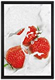 Pixxprint leckere Erdbeeren Schwimmen in Milch Leinwandbild