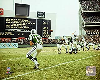 New York Jets Don Maynard in Action at Shea Stadium During The 1960's 8x10 Photo Picture.