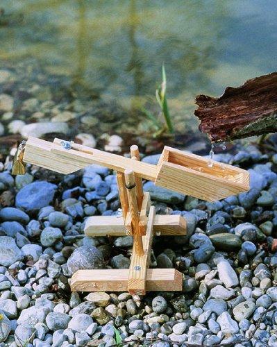 Balance à eau en bois, montage hyper facile. contrepoids règlable. Géniale comme jeu intemporelle d'intérieur ou d'extérieur.