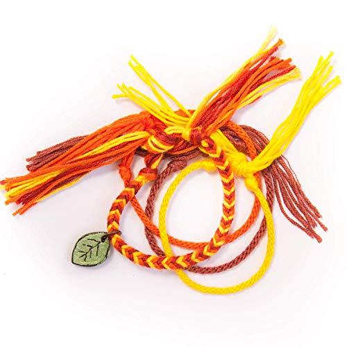 Wrist BCN 4 pulseras de hilo de algodón coloridas 30 cm. cierre libre juveniles. Tejido artesanal con colgante personalizado de madera. Hecho en Barcelona, España.