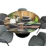 Mantel redondo ajustable de 55 pulgadas, mantel redondo para decoración del hogar, trípodes de piedra de masaje Zen con aceite de hierbas y velas aromáticas, estampado negro, marrón y blanco