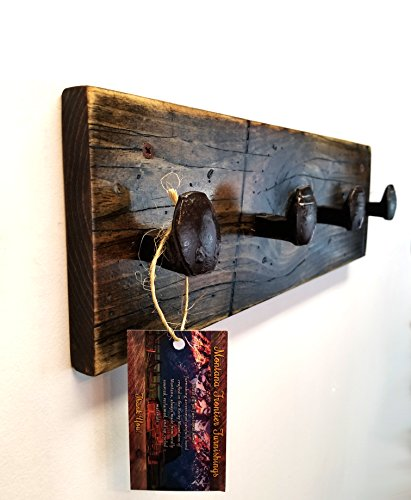 Rustic Distressed Coat and Hat Rack   17 Inch Solid Wood Wall Mounted Rack with 4 Reclaimed Railroad Spike Hook Hangers