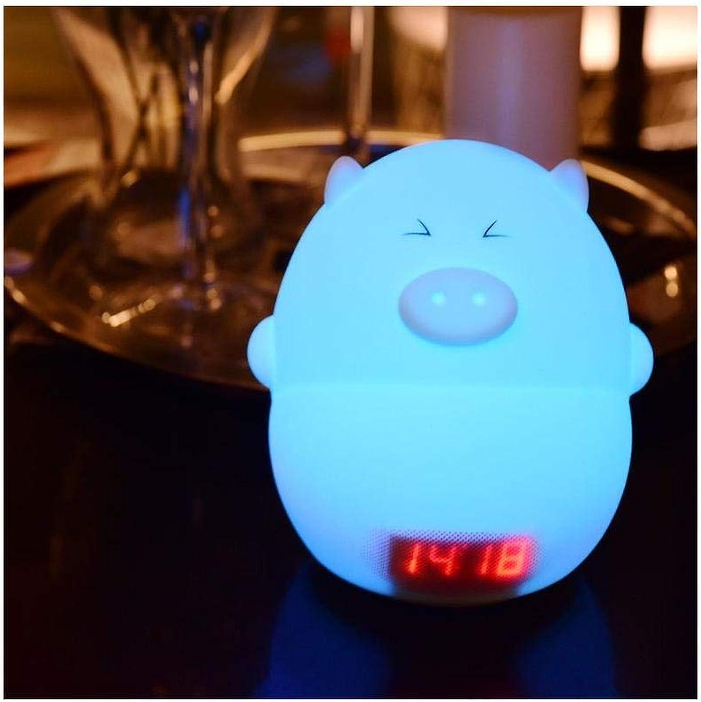 Der Schlafzimmerbett-USB, der weiches Licht aufldt, mustert das Baby, das den hellblauen Schuss einzieht