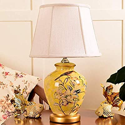Simple y lámpara de escritorio estilo de moda, hacen que su habitación llena de la vida moderna Está hecho de cerámica y colth, resistente y de larga vida útil. Doble pantalla de tela, suave luz no deslumbre, protección ocular eficaz, disminuir la ve...
