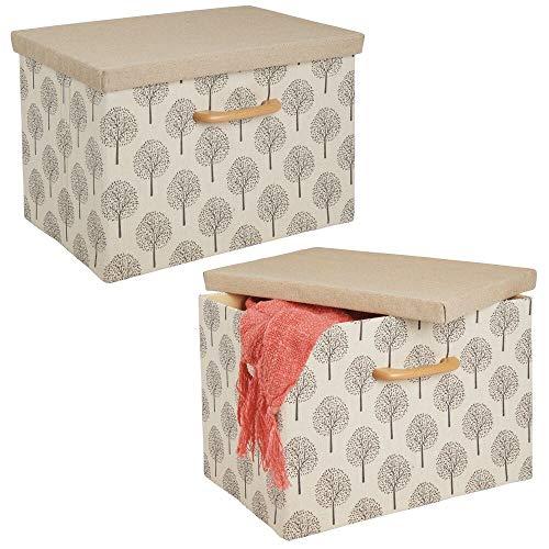 mDesign Juego de 2 cajas organizadoras – Caja apilable con estructura suave, tapa y asa de madera – Estable organizador de armario plegable en poliéster con dibujo de árboles – beis y marrón claro