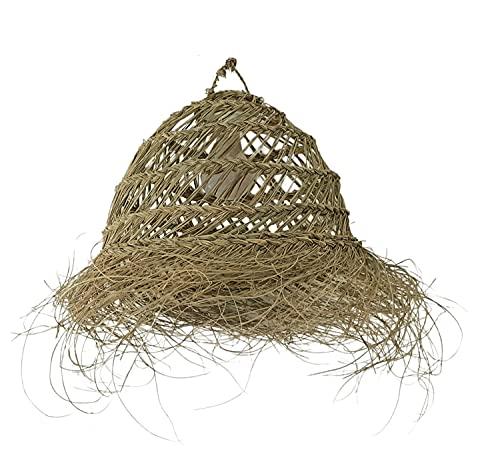 Lámpara de fibra natural. Lámpara colgante de techo. Lámpara de esparto con flecos. Lámpara de palma. Los materiales naturales triunfan en la decoración. (Caribe)