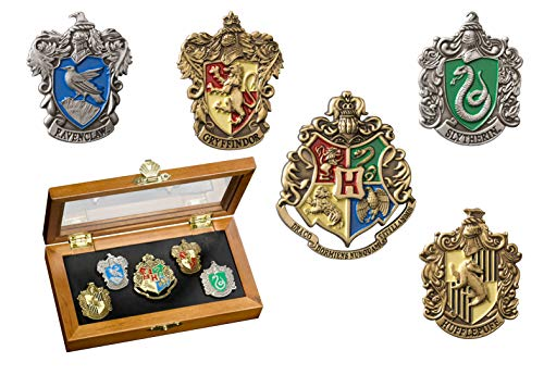 The Noble CollectionHogwarts House Pin – vijf potloden in de vitrine. Harry Potter elegante collectie