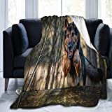 Manta de microfibra ultrasuave, pastor alemán saltando en el Foest, manta cálida para sofá o cama, 156 x 127 cm