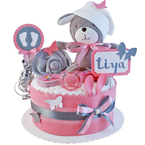 MomsStory - Windeltorte Mädchen | Hase Spieluhr | Baby-Geschenk zur Geburt Taufe Babyshower | 1 Stöckig (Rosa-Grau) mit Baby-Spielzeug Lätzchen Schnuller & mehr