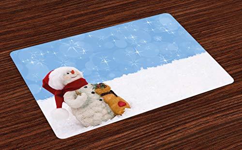 ABAKUHAUS Schneemann Platzmatten, Winterzeitthema Netter Schneemann mit Weihnachtshut-Schal und anwesendem glücklichem Feiertag, Untersetzer aus Waschbaren Stoff Tischdekoration mit Druck, Mehrfarbig