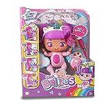 The Bellies from Bellyville - Rosie Rainbow!, muñeca interactiva grande big bellie, bebe unicornio cuerno y pelo rosa, con accesorio de vacuna, sonido y luz, niños desde 3 años, Famosa (700016632)
