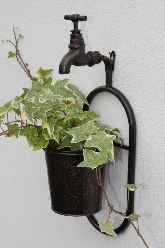Wandhalterung aus Metall, für eine Pflanze, mit einem Deko-Wasserhahn, in antiker Kupferausführung