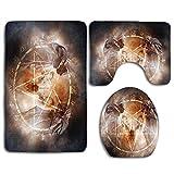 Pentagram in Flames Ceremonia de magia negra Ritual Lucifer Demonic Skull 3 piezas Juego de alfombras de baño antideslizantes para baño Alfombra de contorno en forma de U Alfombrilla y tapa de inodoro