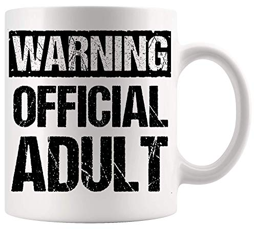 Taza sarcástica divertida de la mordaza que advierte el cartel de la oficina de los regalos divertidos del décimo octavo cumpleaños oficial retro adulto