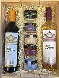 Cesta navideña con patés de marisco para untar y cremas de queso con dos botellas de vino Tiara