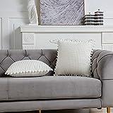 DEZENE 45x45cm Fundas de Almohada Decorativas con Pompones - Blanco Crema Cuadrado Paquete de 2 Fundas de Cojín de Granos de Maíz Grande a Rayas de Pana para Sofá de Granja