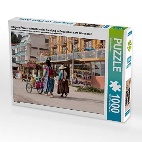 CALVENDO Puzzle Indigene Frauen in traditioneller Kleidung in Copacabana am Titicacasee 1000 Teile Lege-Größe 64 x 48 cm Foto-Puzzle Bild von Marianne Drews