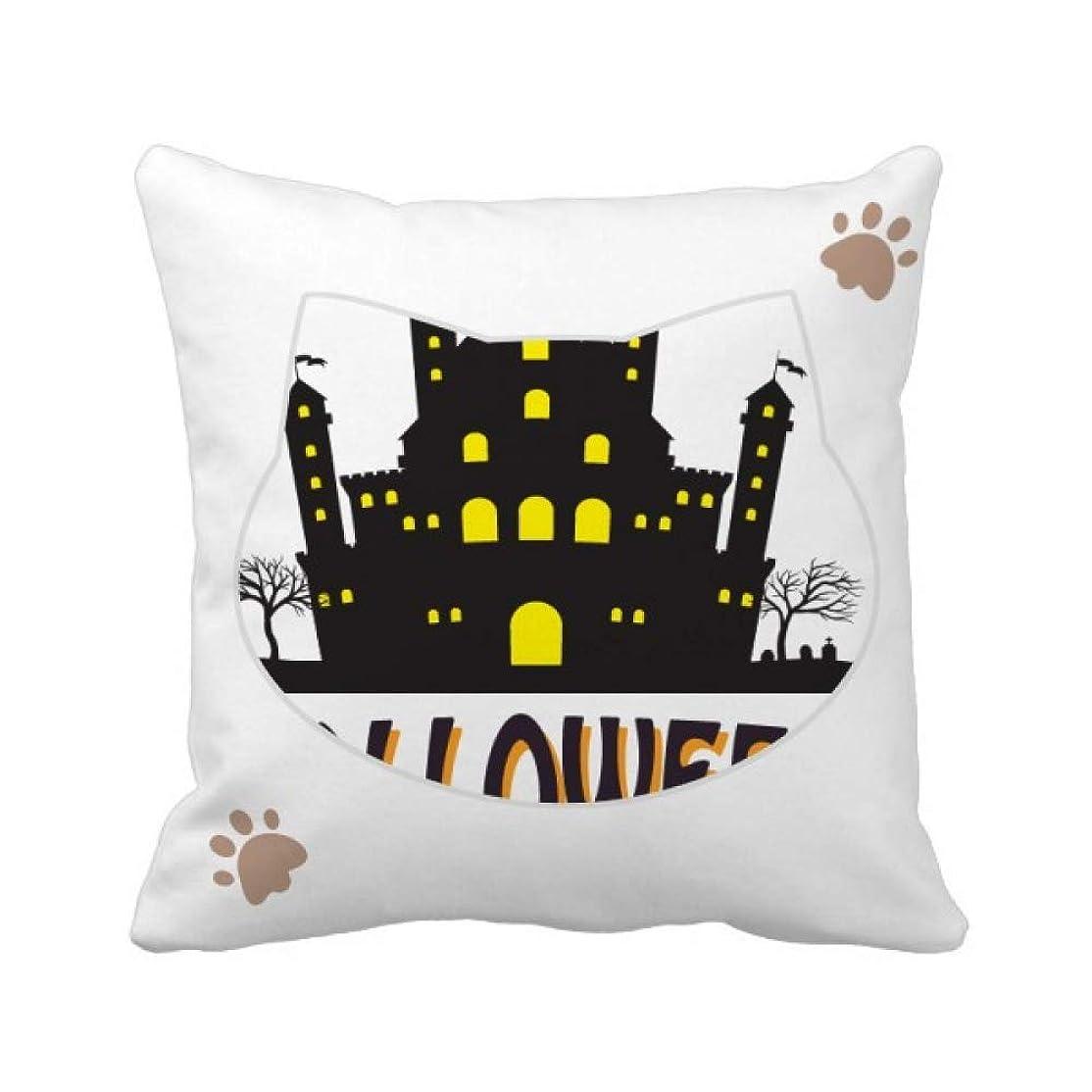 あいまいさ凍った報復ハロウィンの明るく照らされた城 枕カバーを放り投げる猫広場 50cm x 50cm