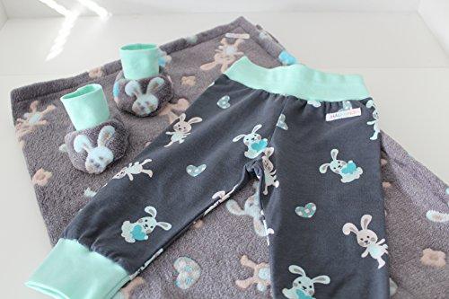 Geschenk zur Geburt / Erstlingsset, Kuscheldecke Hase mit Hose und Schuhe