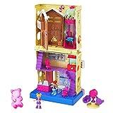 Polly Pocket Pollyville Confiserie sur 4 niveaux, 2 mini-figurines Polly et Lila, accessoires et autocollants, jouet enfant, édition 2020, GKL57