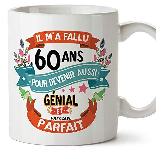 """MUGFFINS Mug/Tasse Joyeux 60 Anniversaire -""""Il m'a Fallu 60 ans pour Devenir aussi Génial et Presque Parfait"""" - Cadeau original pour Homme et Femme"""