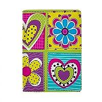 パスポートカバー スキミング防止 本革 パスポートケース 出張 旅行 カードパッケージ 旅行便利グッズ 多機能 旅券ケース 花と正方形の心のかわいいパターン 男女兼用