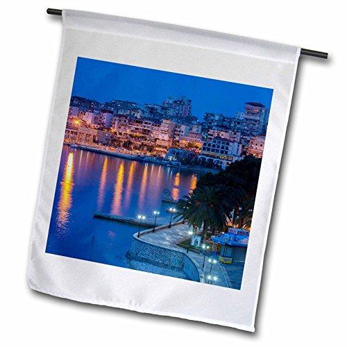 3dRose Albanien, albanische Riviera, Saranda, Hotels an der ionischen Meer–Garten Flagge, 12durch 45,7cm