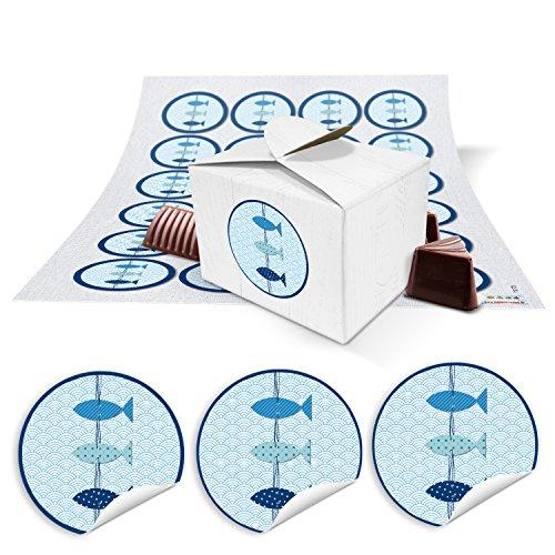 24 kleine weiße Geschenkboxen Geschenkverpackung Geschenkschachteln 8 x 6,5 x 5,5 + maritime blau weiße Fische Aufkleber … zum Befüllen für Gastgeschenke zur Kommunion, Taufe, Geburtstag