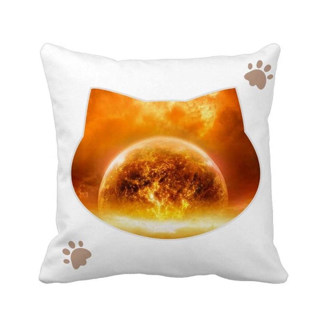 汚染されたヒープトリプル火炎燃焼パターンのような金色の赤い惑星 枕カバーを放り投げる猫広場 50cm x 50cm